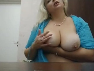 Big mommy show her ass and big boobs nude